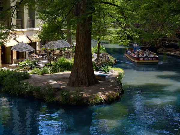 Dreaming of Traveling to San Antonio on a Romantic Vacation