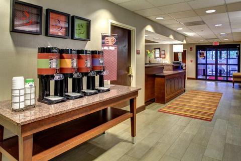 76042313-Hampton-Inn-Greenville-I-385-Woodruff-Rd-Lobby-5-DEF