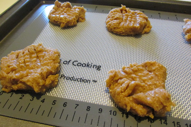 Quick Cooking Tip – Silicone Baking Mats Make Baking SO Much Easier