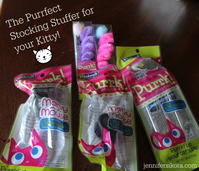 Give Your Cat the Purrfect All Natural Christmas with Vitakraft Purrk! PLayfuls Toys #FelineSilvervine
