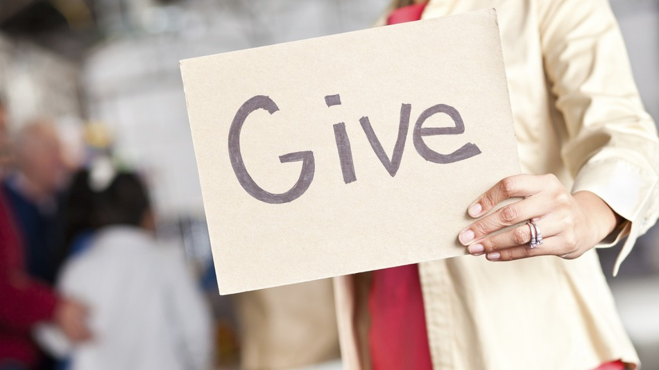 4 Different Ways to Give Back to Your Community This Spring