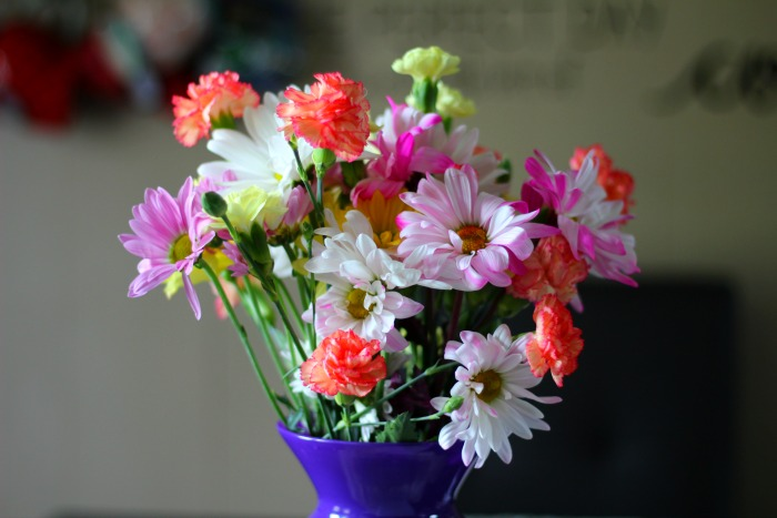 How to Create a Fresh Flower Arrangement Perfect for Mother's Day