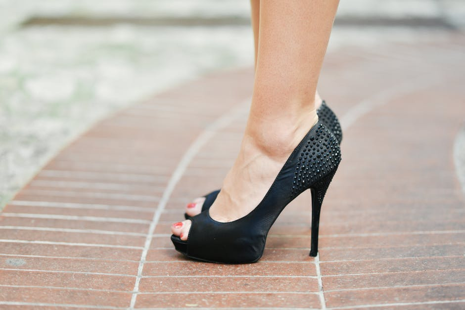 How to Pick the Perfect Black Pump