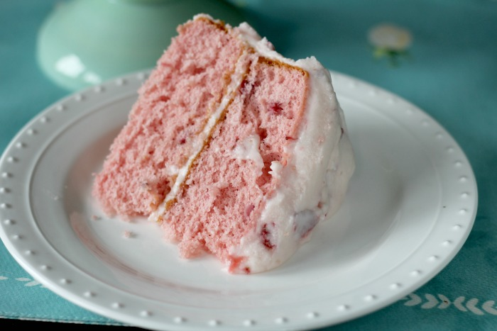 Easy Strawberry ButterCream Cake